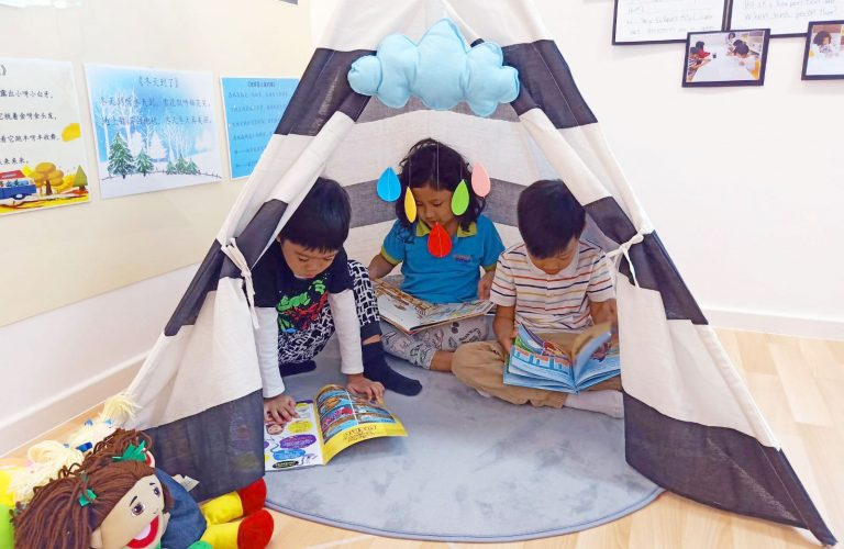 kids-reading-in-tent